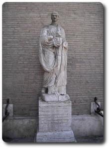 statua vicino Piazza Navona