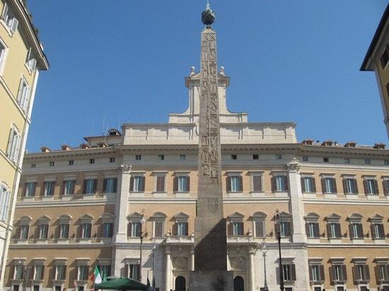 l'obelisco dei parlamentari